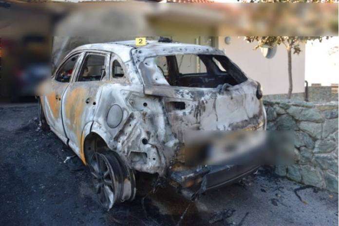 Zapaljen automobil
