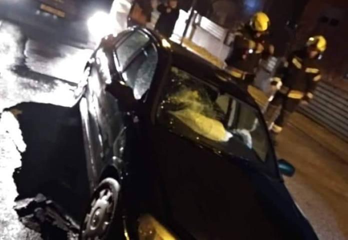 U Dubravi automobil upao u rupu koja se otvorila nasred ceste, vozač je ozlijeđen i prevezen u bolnicu