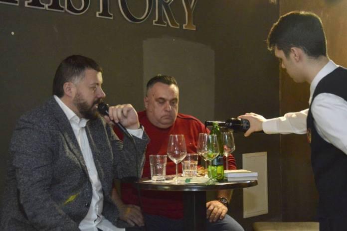 VINSKI RAZGOVORI: Vlasta Janton i Stjepo Martinović predstavili svoje romane uz hercegovačka vina