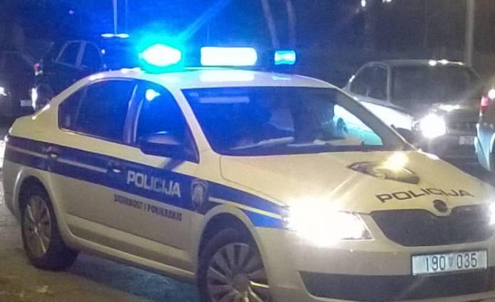 Policija - rotaciona svjetla - noć