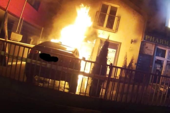 U Heinzelovoj noćas gorio BMW, oštećena fasada kuće i stolarija