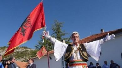 Photo of Gjesti human i shoqatës malazeze, i paguajnë gjobën Irfan Domnorit që u dënua për valëvitjen e flamurit shqiptar