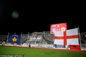 """Photo of Anglezët të befasuar nga Kosova: """"Nazizëm në Bullgari dhe racizëm në Malin e Zi, por në Prishtinë na qerasën me birra"""""""