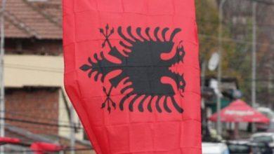 Photo of Mali i Zi miraton ligjin: Shqiptarët mund të shfaqin në publik flamurin kombëtar