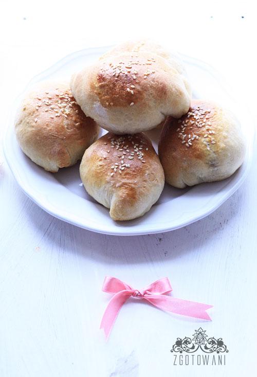 drozdzowe-bulki-z-cebula