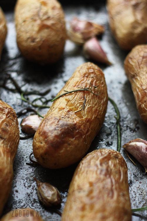 pieczone-ziemniaki-z-sosem-koperkowo-czosnkowym-6