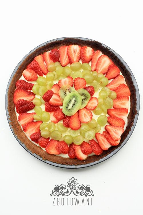 tarta-z-budyniem-i-owocami-3