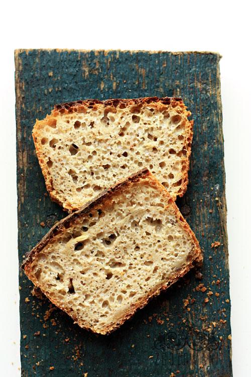 chleb-na-zakwasie-z-platkami-owsianymi-i-cebula-10