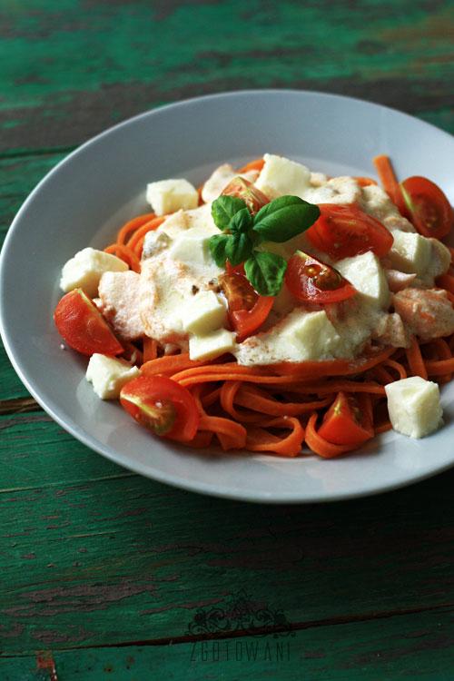 makaron-z-lososiem,-mozzarella-i-pomidorami-6