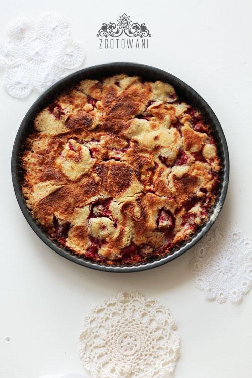 ciasto-sypane-z-jablkami-i-truskawkami-2
