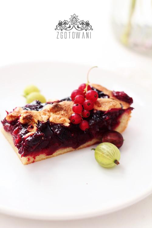 ciasto-z-agrestem,-porzeczkami-i-kruszonka-1