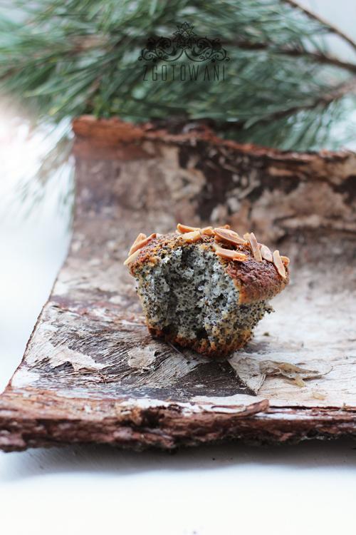 swiateczne-muffinki-z-makiem-i-migdalami-6