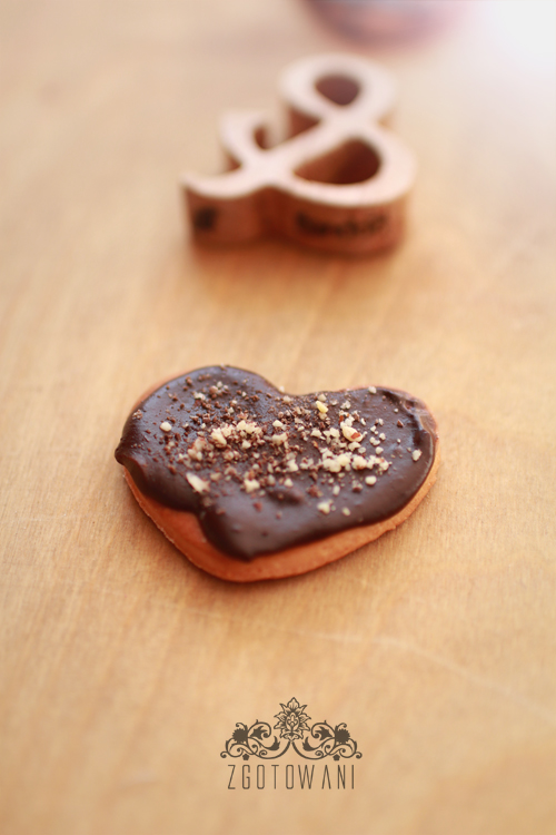 drozdzowe-ciasteczka-z-polewa-czekoladowa-3