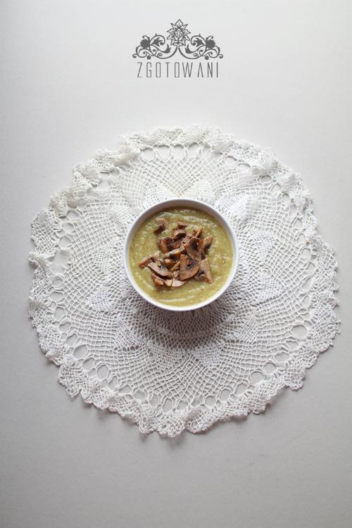 zupa-krem-z-brokulow-i-selera-naciowego-z-pieczarkami-1