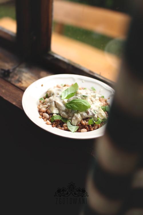 kasza-gryczana-z-lesnymi-grzybami,-cukinia-i-fasola-5