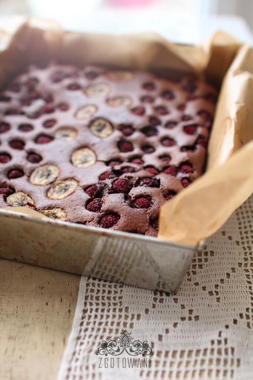 brownies-z-malinami-i-bananem-1