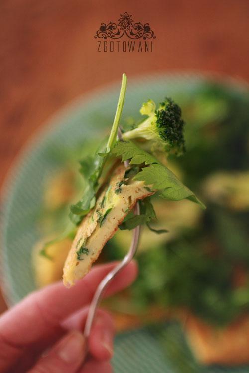 omlet z bialek z rukola i brokulami 1