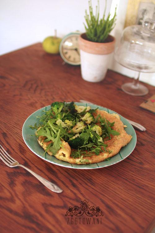 omlet z bialek z rukola i brokulami 4