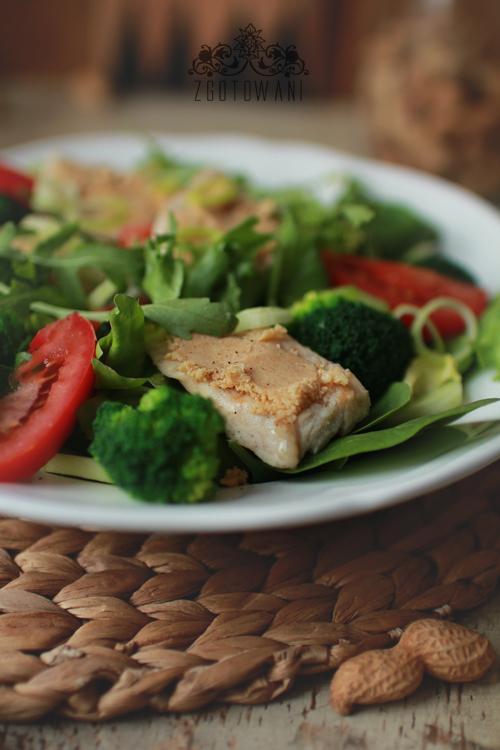 salatka z kurczakiem i maslem orzechowym 7