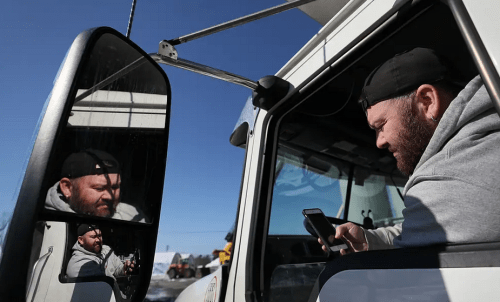 Водители грузовиков страдают от наибольших потерь рабочих мест после апрельских кровавых листьев 88,300 безработных 2