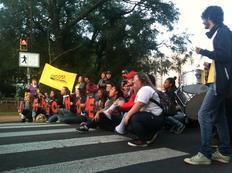 Protesto na Ipiranga dá início a atos contra a Copa em Porto Alegre Eduardo Rosa/Agencia RBS