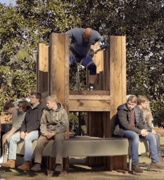旺扎上尊(Nick Best)在乔治亚州举起2791磅的旋转木马升降
