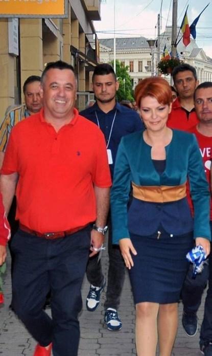 Valentin Giurcă (Directorul Căminului pentru Persoane Vârstnice Craiova) împreună cu Lia Olguța Vasilescu, în campania electorală