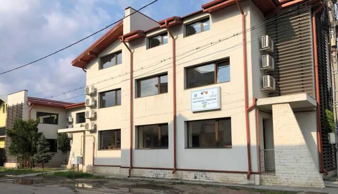 """Fostul sediu al Centrului Social """"Best Life"""" transformat în afacerea prosperă numită """"Școala Postliceală Sanitară """"Sfântul Ștefan"""""""