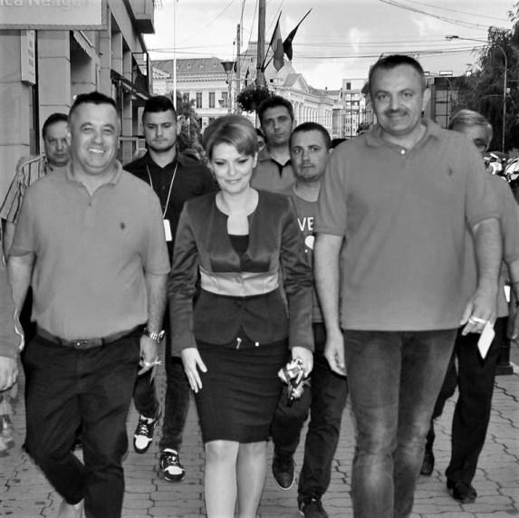 Directorul Giurcă alături de Lia Olguța Vasilescu în campania electorală din 2016. Sursa: Facebook