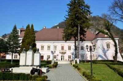 Expoziție de pictură semnată Constantin Alăzăroae la Palatul Magna Curia din Deva