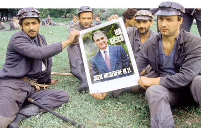 Fellélegezhet egy ideig Ion Iliescu a bányászjárás-dosszié kapcsán