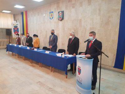 Primarul Tiberiu Iacob Ridzi și noul Consiliu local de la Petroșani au depus jurământul de învestitură