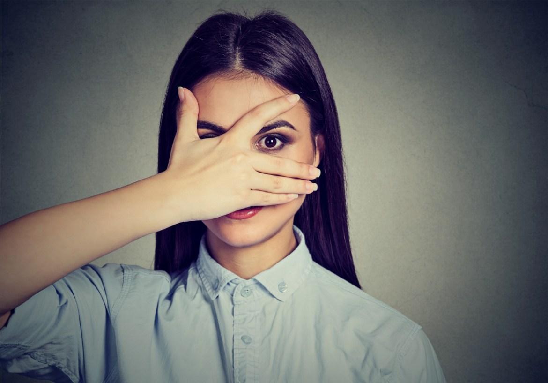 Ești timidă? Descoperă cum poți avea o viață normală și cum să-ți îmbunătățești încrederea în sine cu doar 5 sfaturi simple!