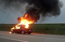 În timpul deplasării, un autoturism a luat foc