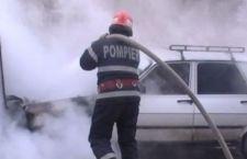 Două autoturisme distruse de flăcări, pe strada Cuza Vodă, din Alexandria