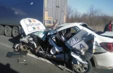 O autospecială a IPJ Teleorman s-a făcut praf într-un accident rutier pe DN6, la Buchin/ Un polițist a fost rănit și transportat la spital