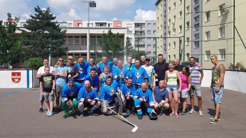 Hokejbal : Ziegelfeld vs AHK Pekníková Spoločná foto