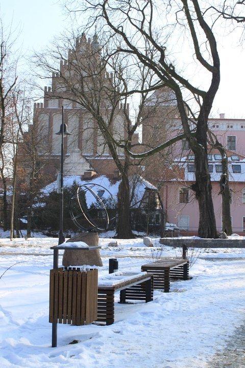 b_730_23d3921f0d7a4c84bcd02d0bc67c2cc1 Dostawa i montaż małej architektury na Wyspie Młyńskiej w Bydgoszczy