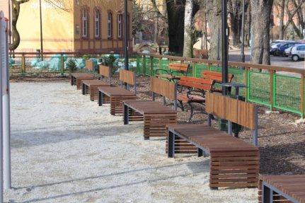 b_730_6ee6662d7f1045a4878d5fed64b376f7 Dostawa i montaż małej architektury na Wyspie Młyńskiej w Bydgoszczy