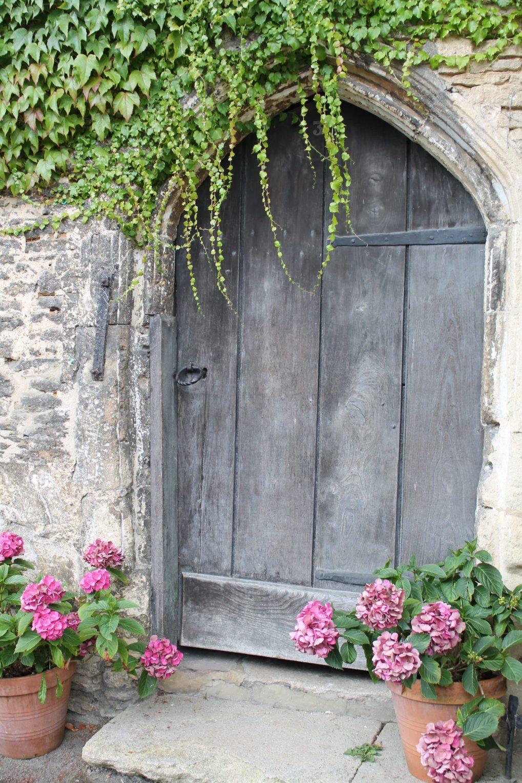 symetria-przy-drzwiach Rośliny wdonicach również wogrodzie