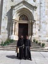 Przed wejściem do kościoła