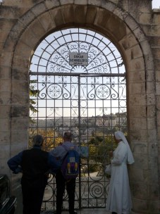 Tu znajduje się również cmentarz chrześcijański...