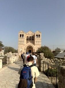 Historia tego miejsca była bardzo burzliwa. Przed nami bazylika zaprojektowana przez architekta z 3 zakonu św. Franciszka z Asyżu, Pana Barluzziego.