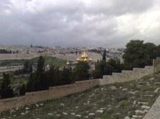 Widok z Góry Oliwnej na Jerozolimę i kościół św. Marii Magdaleny sióstr rosyjskich