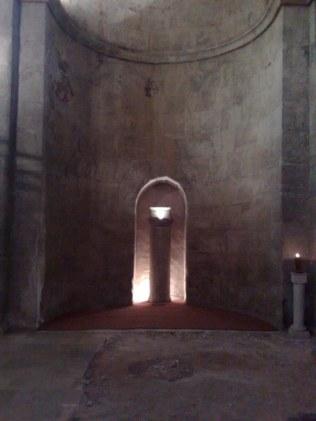 Tabernakulum w kształcie Arki Przymierza wskazuje na rzeczywistość ST-alną miejsca znajdującego się nieopodal - Kiriat Jearim.