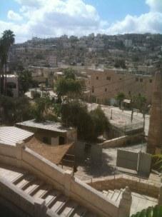 Widok na miasto ze schodów prowadzących do sanktuarium z grobami Patriarchów.