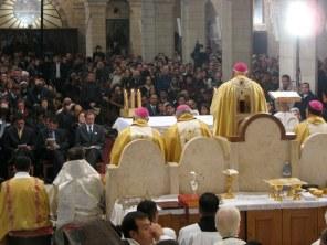 ...na której są obecni również przedstawiciele dyplomacji Autonomii Palestyńskiej. Wszytsko odbywa się w kościele św. Katarzyny.