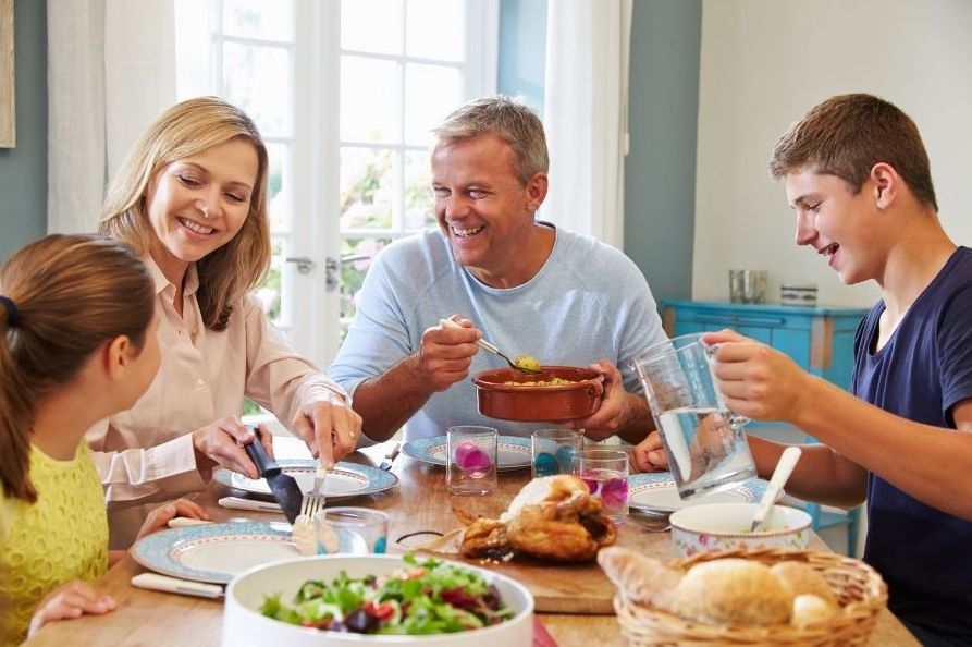 5 Ways to Make Family Mealtime a Happy Time