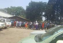 PEOPLE QUEUING FOR LINDA: SEE PICTURES