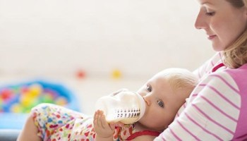 7 Ways To Get Your Baby To Have Bottle Feed